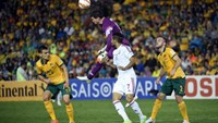 Australia's goalkeeper Mathew Ryan (C) clears the ball from the possession of Ali Mabkhout (2nd R) of United Arab Emirates as Trent Sainsbury (L) and Van Franjic (R) look on during the second semi-final football match between Australia and UAE at the AFC