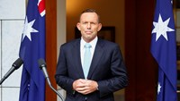 Abbott survives leadership challenge