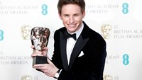 Eddie Redmayne celebrates BAFTA win with Stephen Hawking