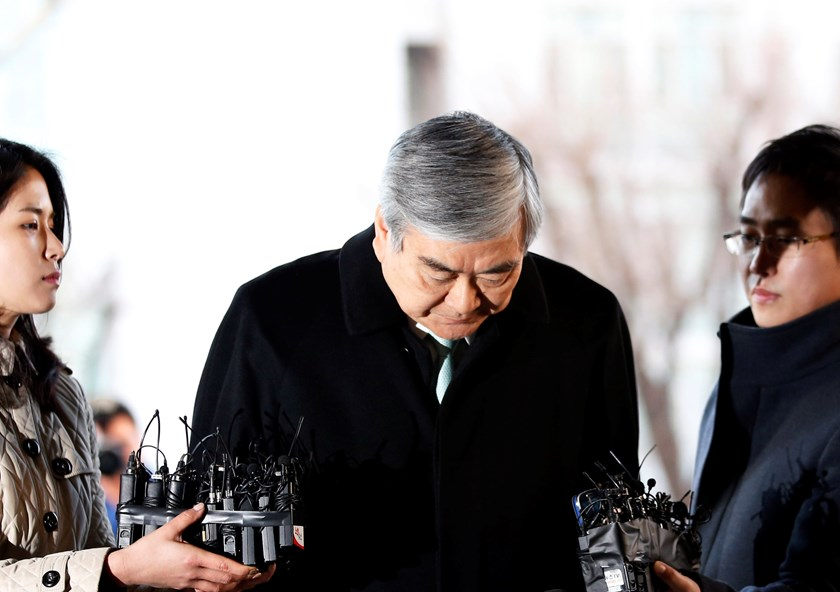 Korean Air Lines Chairman Cho Yang-ho bows as he arrives to testify at the second court hearing of his daughter Cho Hyun-ah, also known as Heather Cho, at the Seoul Western District court in Seoul January 30, 2015. Heather Cho, a former Korean Air Lines e