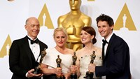 """Birdman,"" Redmayne, Moore win big at Oscars"