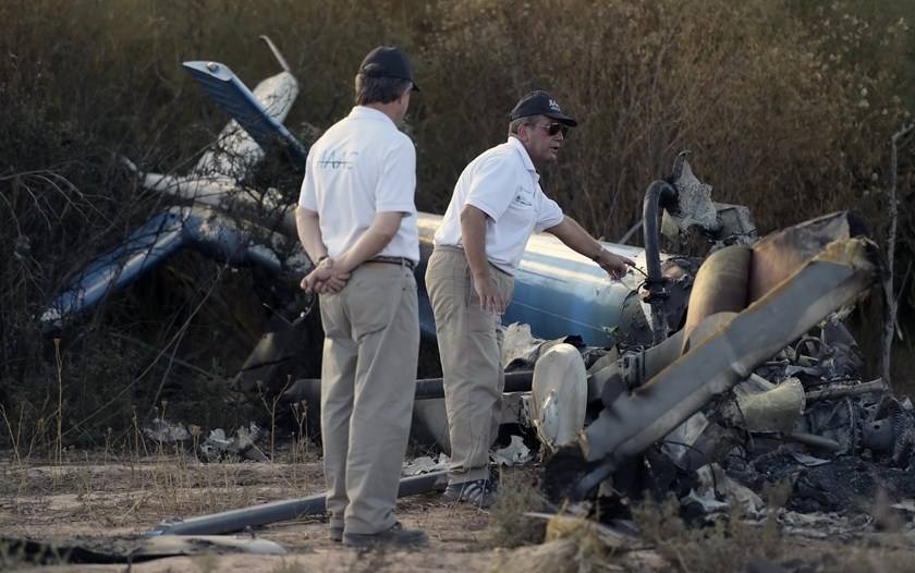 Members of the joint investigation of civil aviation accidents inspect the wreckage of the helicopter which collided mid-air near Villa Castelli, in the Argentine province of La Rioja, on March 10, 2015. Photo: AFP