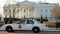 Secret Service agents reportedly drives car into White House barrier