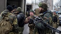 Pro-Russian rebels take their positions on a street, during what the rebels said was an anti-terrorist drill in Donetsk, March 18, 2015. REUTERS/Marko Djurica
