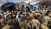 At least 30 killed in India train crash