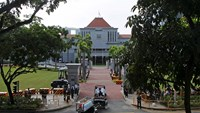 Casket of Singapore's first PM is moved to Parliament House