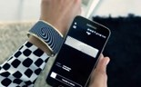 Smart bracelet changes design with the touch of a button