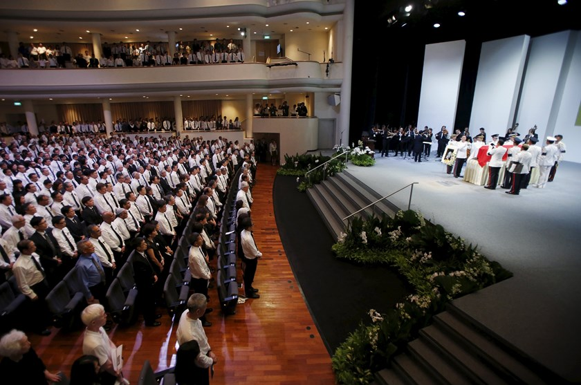People attending the funeral of Singapore's former leader Lee Kuan Yew stand at the University Cultural Centre at the National University of Singapore March 29, 2015. Photo: Reuters