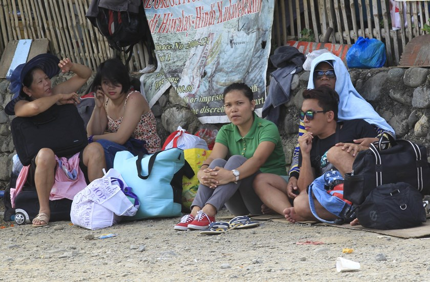 Stranded passengers wait outside of the port in Marinduque Island, central Philippines April 4, 2015 after ferry services were stopped in preparation for an approaching storm. Typhoon Maysak was losing strength as it approached Aurora province. Photo: Reu