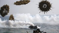Amphibious assault vehicles of the South Korean Marine Corps throw smoke bombs as they move to land on shore during a U.S.-South Korea joint landing operation drill in Pohang March 30, 2015. Photo: Reuters