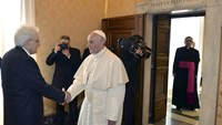 Pope urges Europe to help with migrant crisis in Italy