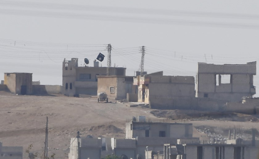 A black flag belonging to the Islamic State is seen in the Syrian town of Kobani, as pictured from the Turkish-Syrian border near the southeastern town of Suruc in this October 9, 2014 file photo. REUTERS/Umit Bektas