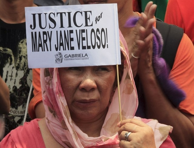 A protester holds a placard calling for justice for Filipina drug convict Mary Jane Veloso during a protest outside the presidential palace in Manila April 29, 2015. Photo: Reuters