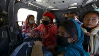 Nepalese leave Kathmandu and return to villages