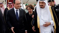 French President Hollande arrives in Saudi Arabia, meets King Salman