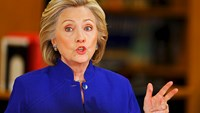 Clinton calls for pathway to citizenship