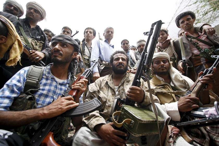 Members of the anti-Houthi Popular Resistance Committee pose for a photo on a street in Yemen's southwestern city of Taiz May 4, 2015. Photo: Reuters