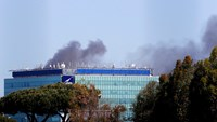 Rome airport closed by fire