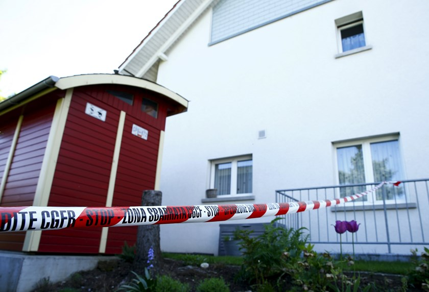 A police ribbon is seen in front of a house in Wuerenlingen, Switzerland May 10, 2015. Photo: Reuters