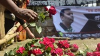 A Bangladeshi social activist pays his last respects to slain US blogger of Bangladeshi origin and founder of the Mukto-Mona website, Avijit Roy in Dhaka on Friday. Photograph: Munir Uz Zaman/AFP