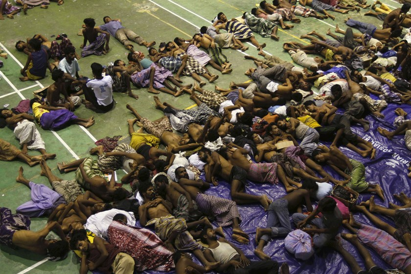 Migrants believed to be Rohingya rest inside a shelter after being rescued by fishermen at Lhoksukon in Indonesia's Aceh Province May 11, 2015. Photo: Reuters