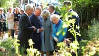 Queen Elizabeth visits the Chelsea Flower Show