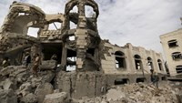 Saudi-led air strike targets home of Houthi leader in Sanaa