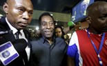 Pele voices support for Sepp Blatter on trip with New York Cosmos to Cuba