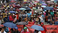 Mexican teachers raid electoral offices to call for elections boycott