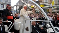 Pope compares current conflicts to 'third world war' during Sarajevo mass
