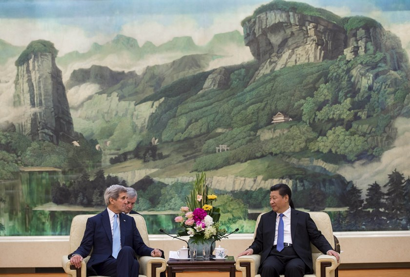 Chinese President Xi Jinping and US Secretary of State John Kerry hold a meeting at the Great Hall of the People in Beijing, China, May 17, 2015. Photo: Reuters