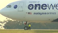Malaysia Airlines makes emergency landing