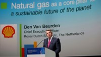 Ben van Beurden, chief executive officer of Royal Dutch Shell, speaks during the 26th World Gas Conference in Paris, France, June 2, 2015. Photo: Reuters