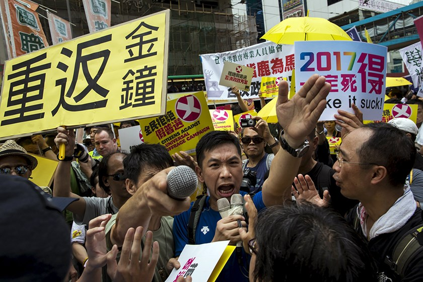 Pro-democracy protesters shout at pro-China supporters (not pictured) during a march to demand lawmakers reject a Beijing-vetted electoral reform package for the city's first direct chief executive election in Hong Kong, China June 14, 2015. Photo: Reuter