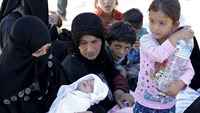 Refugees flood back into Syria from Turkey