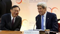 U.S. Secretary of State John Kerry (R) and Chinese State Councilor Yang Jiechi participate in the Strategic and Economic Dialogue (S&ED) at the State Department in Washington June 23, 2015. Photo: Reuters