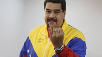 Venezuela's President Nicolas Maduro shows his ink-stained finger after voting in a polling center in Caracas, June 28, 2015. Photo: Reuters