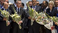 Tourists, officials lay flowers at Tunisia attack site