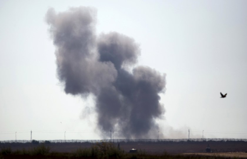 Smoke rises in Egypt's North Sinai along the border with southern Israel, July 1, 2015. Photo: Reuters
