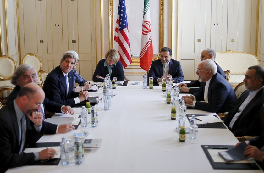 U.S. Secretary of State John Kerry (centre L) meets Iranian Foreign Minister Mohammad Javad Zarif (2nd R) at a hotel in Vienna, Austria July 1, 2015. Photo: Reuters