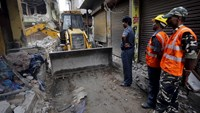 Death toll rises in India building collapse