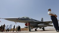 Iraq receives first F-16 fighters