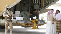 Saudi plane delivers 12 tons of aid to embattled Aden