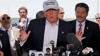 Trump blasts Clinton over email scandal