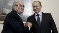 Amid FIFA scandal, Blatter tells Putin he supports soccer World Cup in Russia