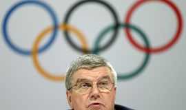 Thomas Bach says the IOC will help to monitor progress of a new stadium for the Tokyo 2020 Olympics
