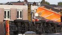 Video shows aftermath of Dutch crane collapse