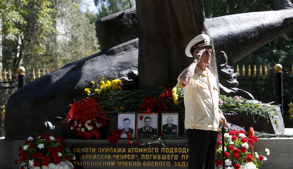russians remember sinking of kursk submarine world