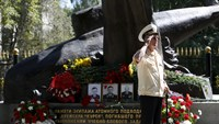 Russians remember sinking of Kursk submarine
