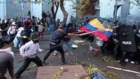 Demonstrators clash with police in Ecuador